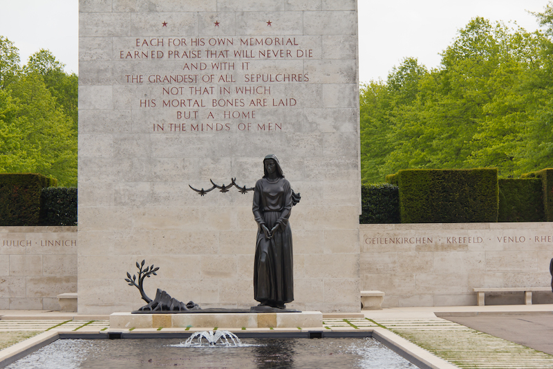 Netherlands_American_Cemetery_and_Memorial-2558